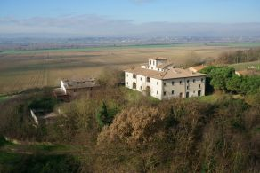 Cortona - Farmhouse for sale in hilly position