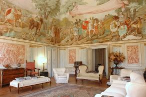 Tuscany - Villa with frescoes for sale