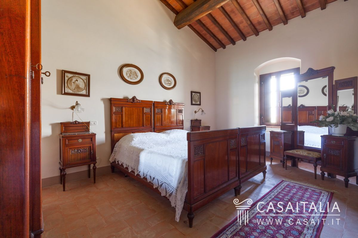 Apartment with garden for sale in Tuscany