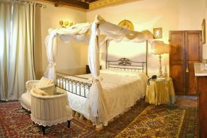 Small hotel for sale in Tuscany