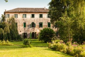 Ancient Venetian style villa for sale