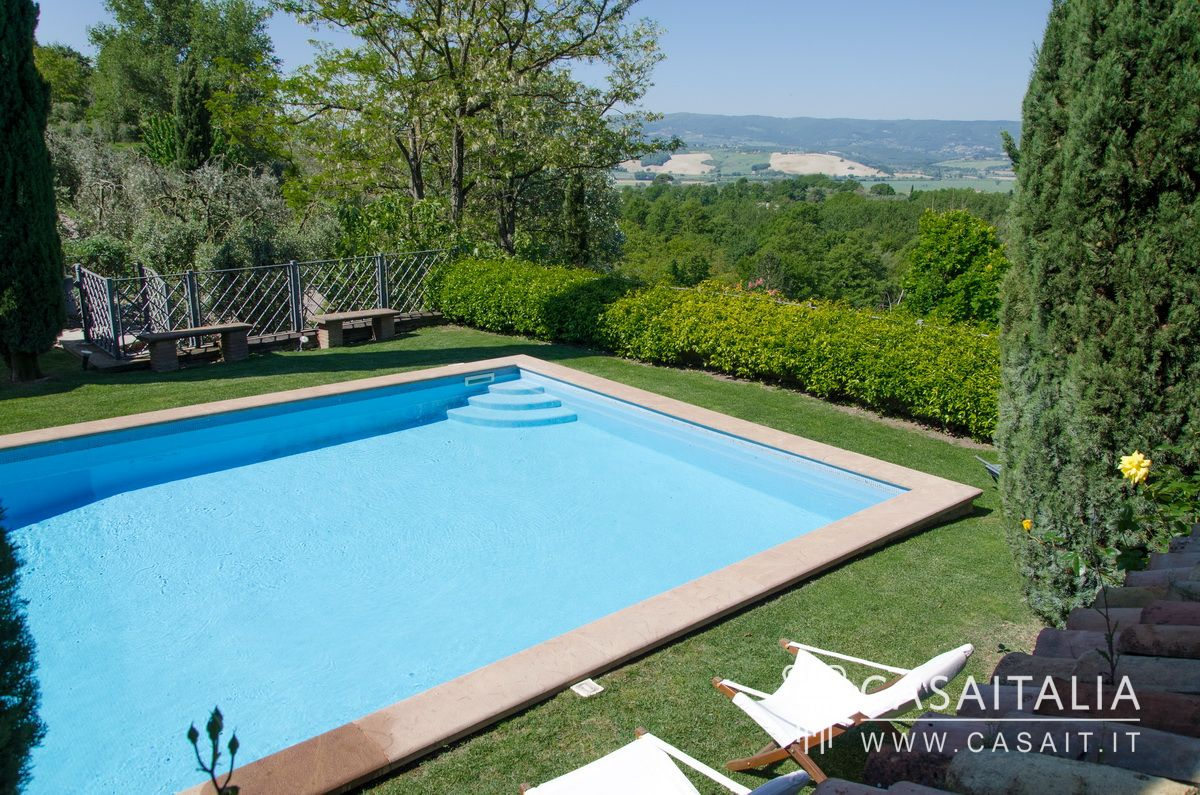 Farmhouse for sale between Umbria and Tuscany, Monteleone d'Orvieto