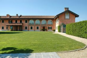 Villa with vineyard for sale in Piedmont - Italy