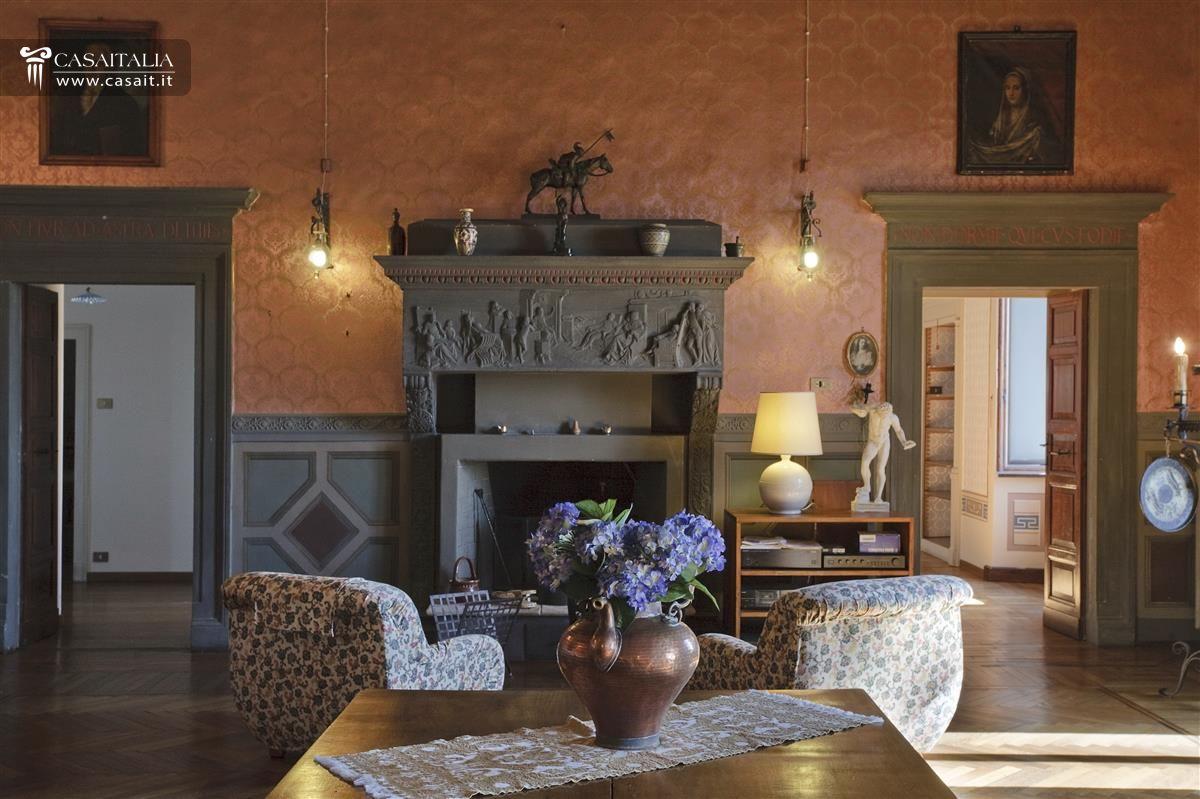 Historic palazzo for sale in spello for Italian soggiorno