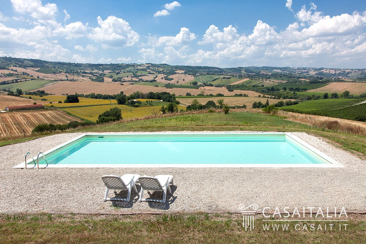 Villa with swimming pool for sale in Marche