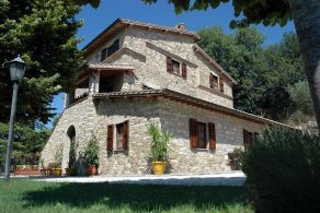 Umbria - Restored farmhouse for sale