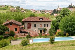 Villa with swimming pool for sale in Piedmont