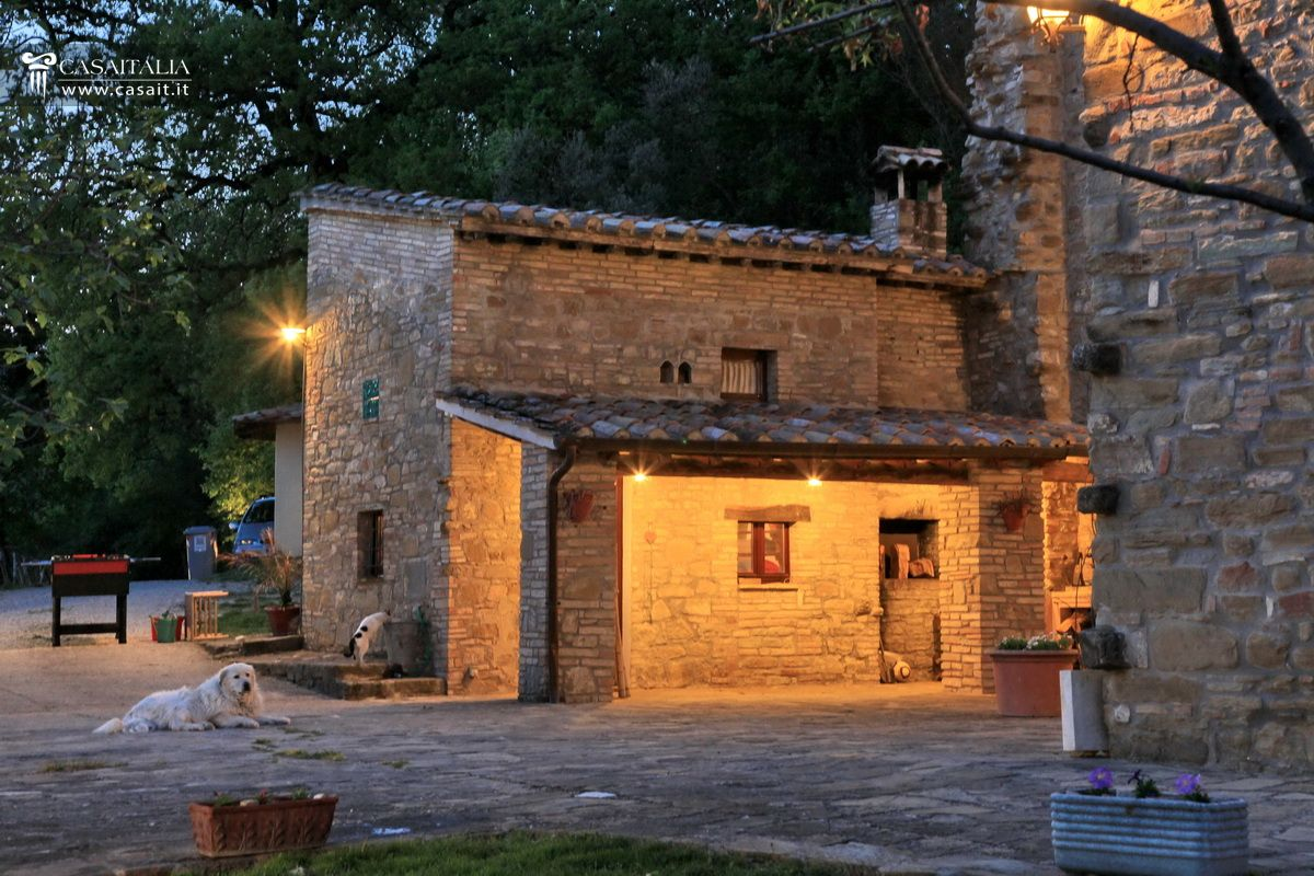 Farmhouse with swimming pool for sale in Assisi - Umbria