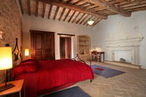 Typical farmhouse for sale in Trevi
