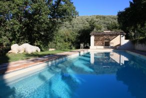 Villa with swimming pool for sale in Trevi