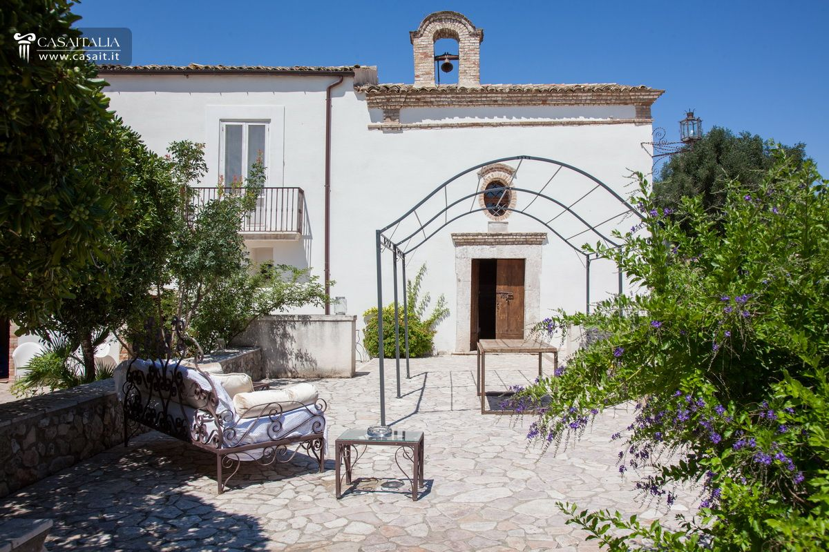 Farmstead with olive grove for sale in Puglia
