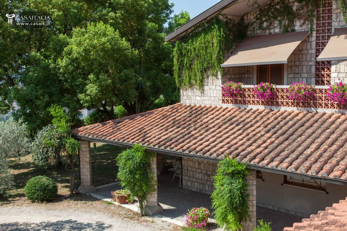 Villa for sale in panoramic position in Terni