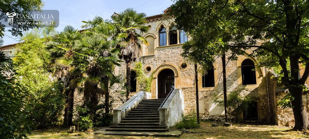 Historic villa with garden for sale in Arquà Petrarca, Veneto