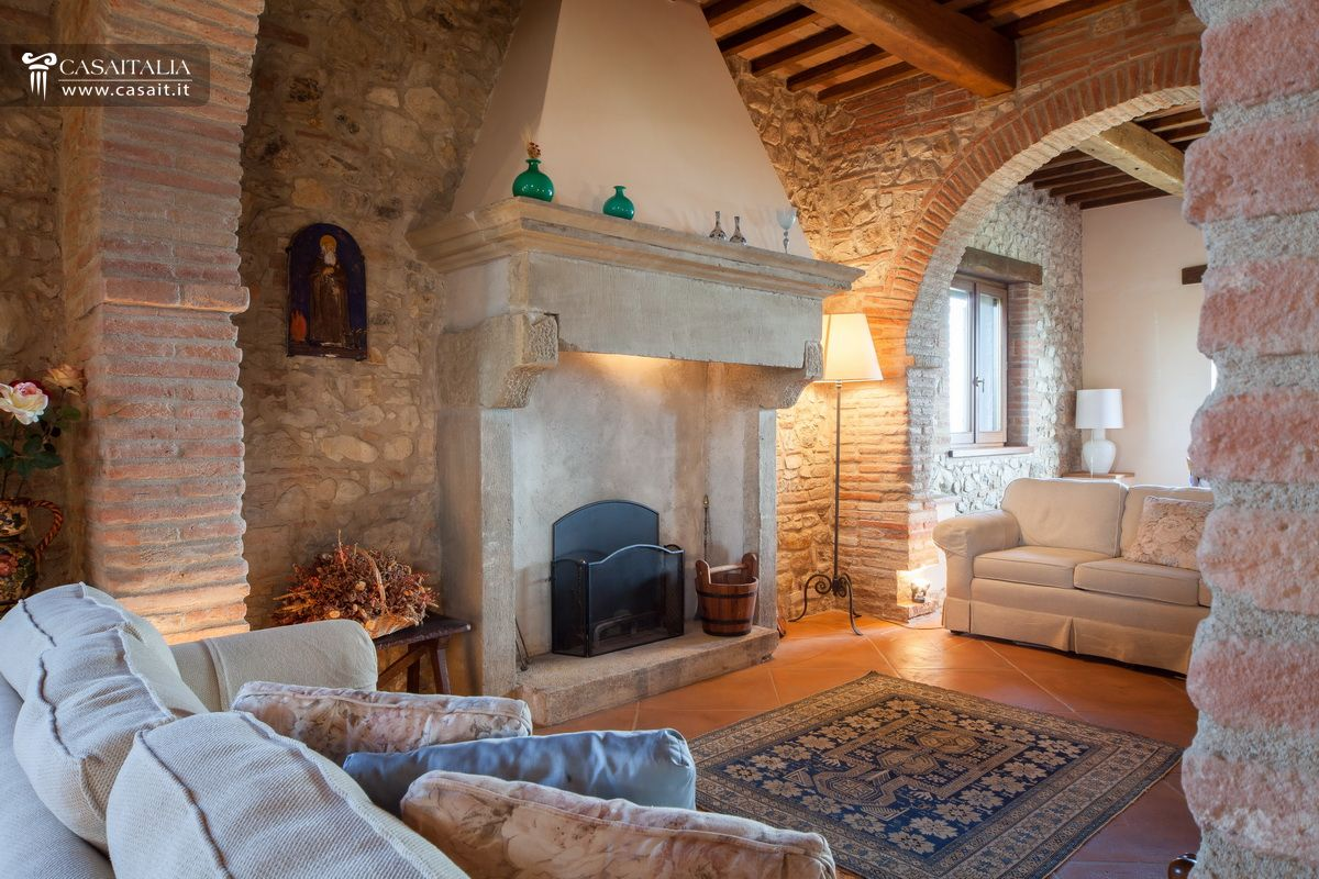 Farmhouse with olive grove for sale in Todi