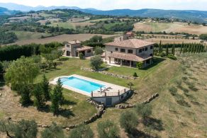 Restored farmhouse for sale in Sismano, Umbria