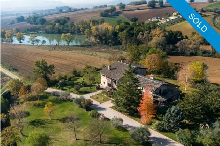 Farmhouse for sale in panoramic position, Umbria