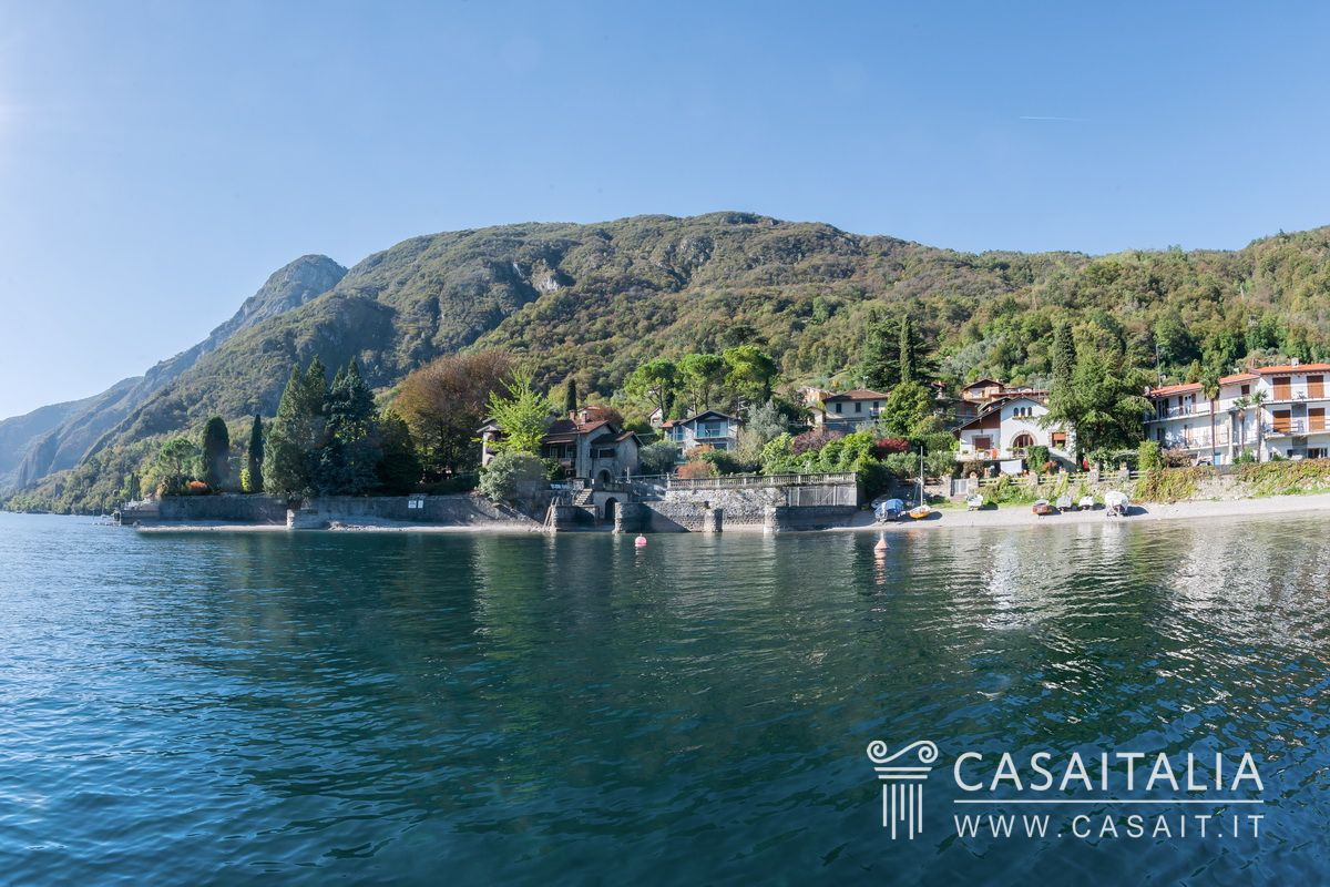 Villa with dock for sale on Lake Como