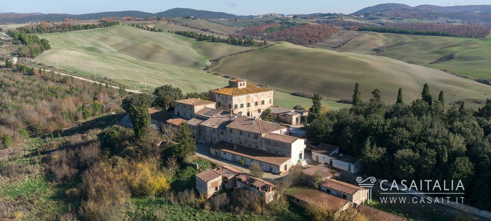 Farm with DOC vineyard for sale in Tuscany
