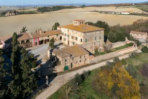 Farm and vineyard for sale in Tuscany