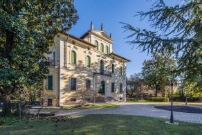 Luxury villa with garden for sale in Veneto