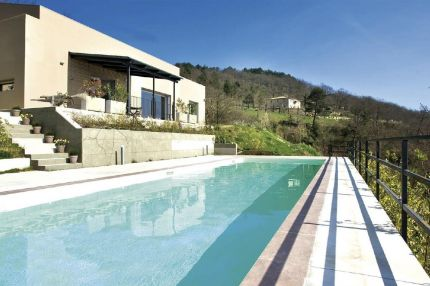 Umbria- Lake Trasimeno - Villa for sale