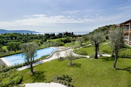 Apartment for sale in complex on Lake Garda