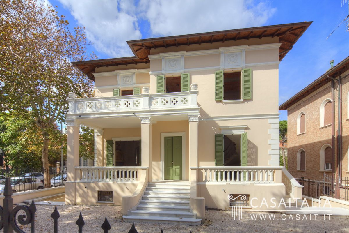 Luxury villa for sale in the center of Pesaro