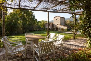 Old farmhouse in Umbria for sale