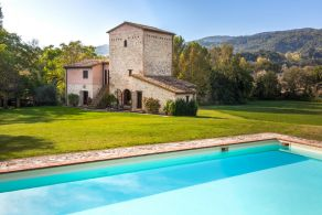 Villa with pool for sale in Umbria - Narni