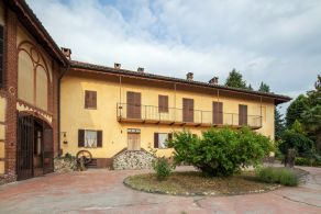 Villa with grounds for sale in Piedmont, between Asti and Turin