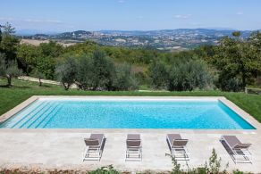 Farmhouse with swimming pool for sale in Todi, Umbria