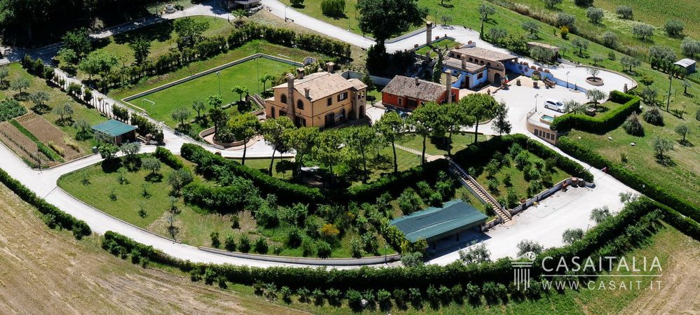 Luxury villa for sale in Le Marche - Casaitalia International