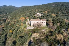 Luxury farmhouse for sale in Perugia, Umbria