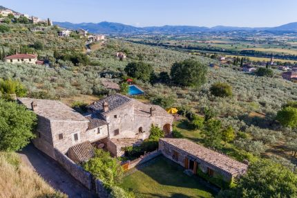 Luxury farmhouse for sale in Umbria, Trevi