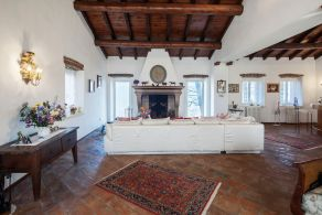 Farmhouse with vineyard for sale in Lombardy, Oltrepò Pavese