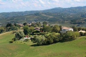Villa with vineyard for sale in Lombardy, Oltrepo' Pavese