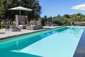 Farmhouse with swimming pool for sale in Umbria