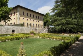 Apartment in villa for sale in Tuscany