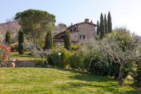 Farmhouse with swimming pool for sale in Tuscany