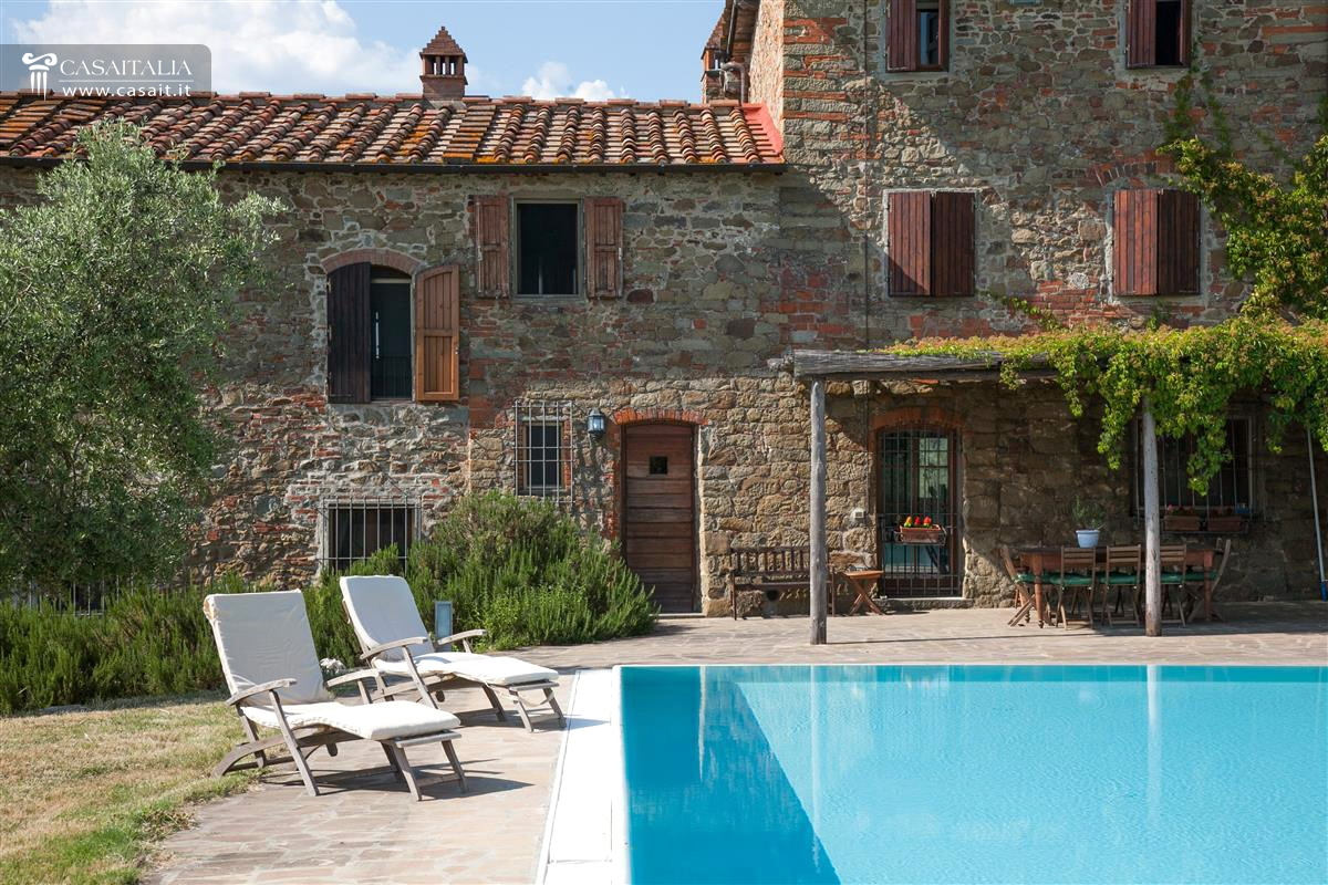 Tuscany - Country house with pool for sale