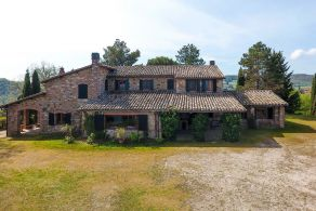 Typical farmhouse for sale in Umbria, Todi