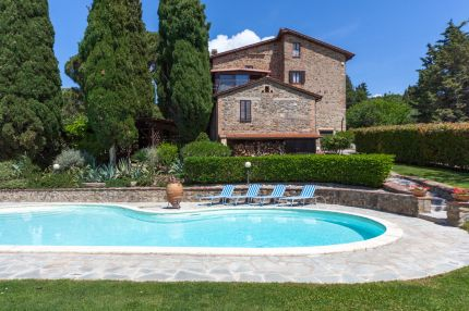 Villa with swimming pool for sale, Lake Trasimeno, Umbria