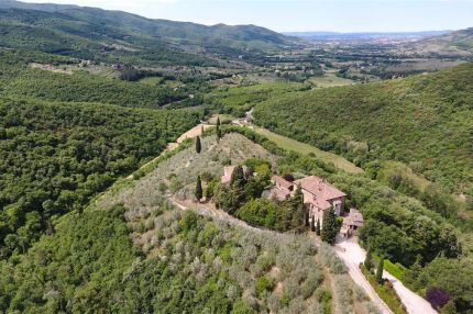 Hamlet for sale in Tuscany