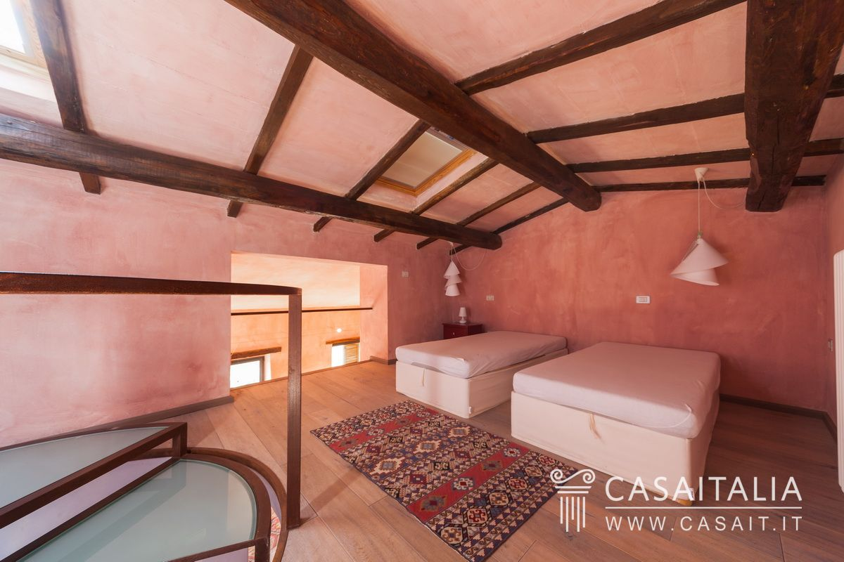 Panoramic apartment for sale in Umbria