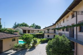 Country house for sale with garden and swimming pool in Piedmont, Novara