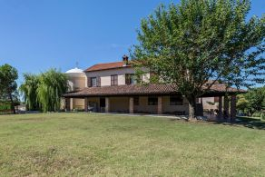Period villa for sale in Asti, Piedmont
