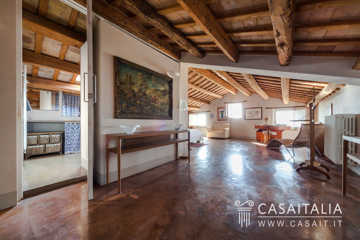 Farmhouse with outbuildings and olive grove for sale in Le Marche