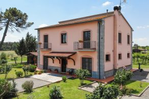 Villa for sale on Lake Trasimeno