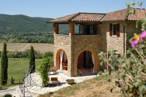 Farmhouse for sale in Umbria, between Castel Rigone and Lisciano Niccone