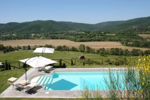 Villa with swimming pool for sale in Umbria
